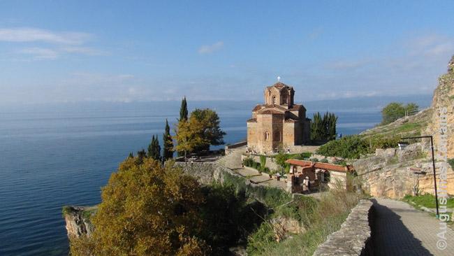 Ohrido cerkvė palei ežerą - vienas Makedonijos simbolių
