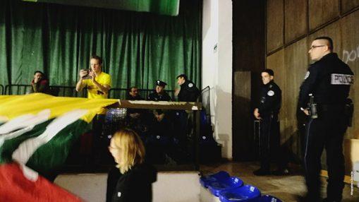 Dalis lietuvių tribūną supusios policijos