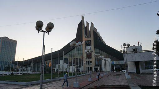 Prištinos sporto rūmai, statyti dar Jugoslavijos laikais