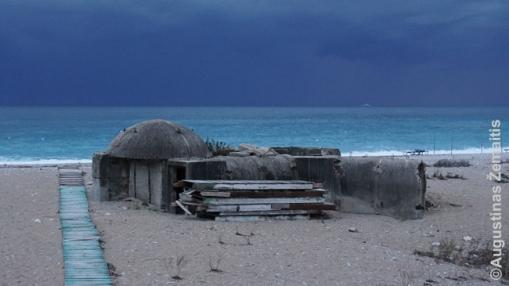 Bunkeris Albanijos rivjeros paplūdimyje