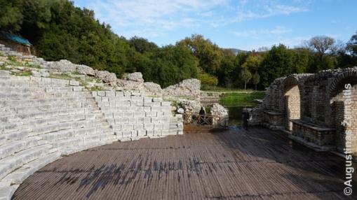 Romėnų amfiteatras miške Butrinte.