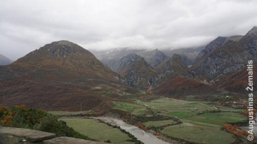 Albanijos kalnai nuo Džirokasterio-Korčės kelio