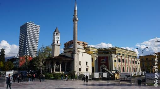 Seni pastatai Tiranos centre