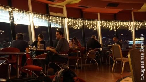 Besisukančiame Tiranos bare