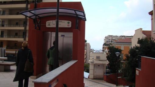 Monako viešieji liftai, skirti patogiai nusileisti nuo kalno prie jūros