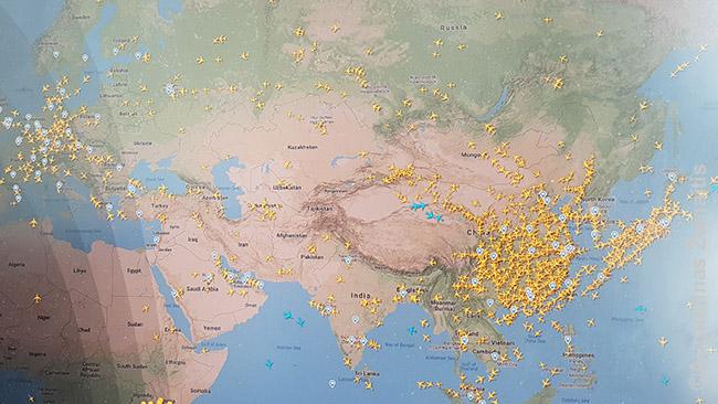 Kur dabar skraido lėktuvai. Yra kelios šalys, kur dar masiškai skraidoma, tarp jų Korėja ir Kinija (jau atgimusi po karantino)
