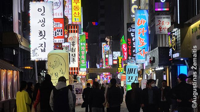 Seulo pramogų rajonuose ribojimų jau tarsi nėra