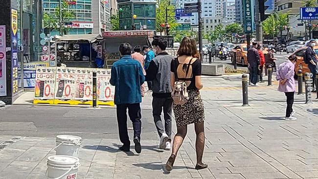 Aistės rūbas užkliuvęs Korėjos 'adžumai'