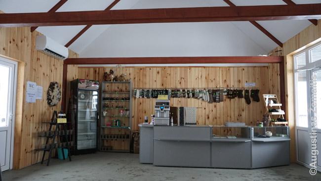 Naujai pastatyta minizoosodo kavinė-parduotuvė