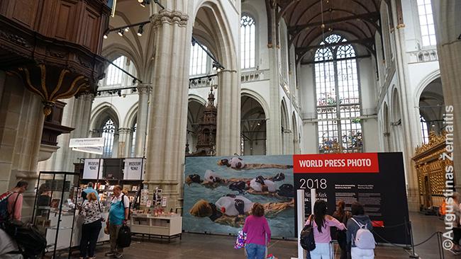 Amsterdamo naujojoje bažnyčioje mums lankantis - pasaulio žurnalistinių fotografijų paroda