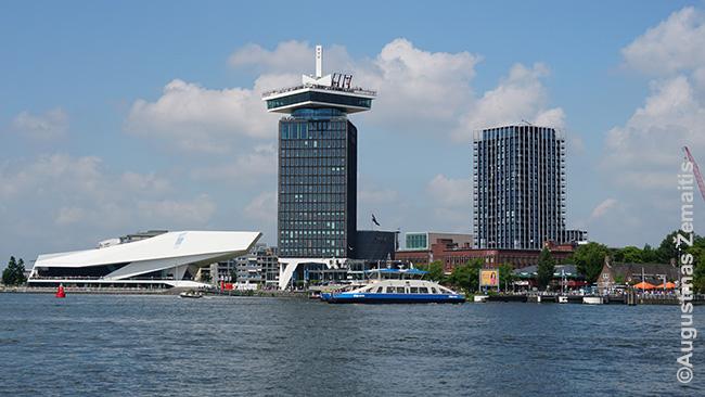 Ei [Ij] kadaise buvo įlanka, tačiau, nusausinus vis daugiau ir daugiau žemės, šis Amsterdamo kelias į jūrą labiau primena platų kanalą. Tiesa, kanalais į jį atplaukia net kruiziniai laivai