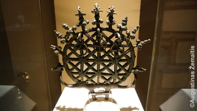 Vienas gausybės kaip niekur senų didelių eksponatų Ankaros archeologijos muziejuje