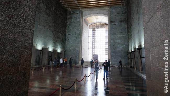 Atatiurko mauzoliejaus vidus. Atatiurkas nėra čia paguldytas - jis palaidotas po mauzoliejumi