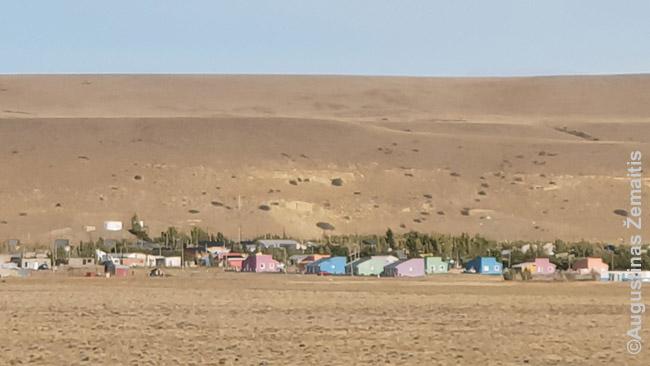 Patagonijos miestelis. Tokiuose niekas nevyksta - ir nusikaltimai. Nebent paims brangiai už maistą, nes žinos, kad 200 km iki artimiausio kito alkanas turbūt nevažiuosi.