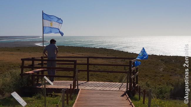 Valdeso nacionaliniame parke kabinamos Argentinos vėliavos