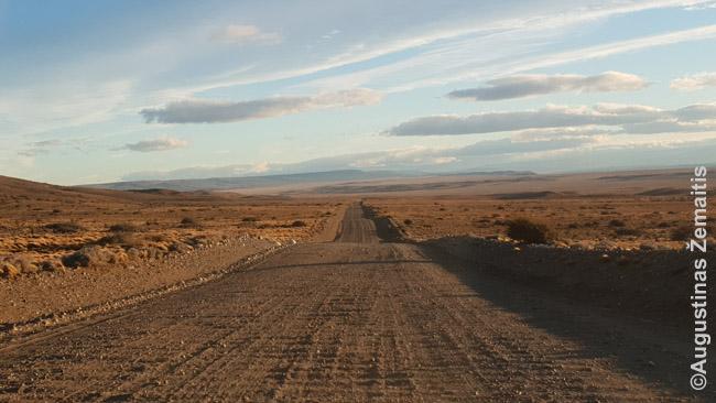 Romantiškas kelionės automobiliu per Argenitną vaizdas. Dabar, tiesa, žvyrkelių pagrindiniuose keliuose mažai - bet nusukimai į lankytinas vietas dar tokie