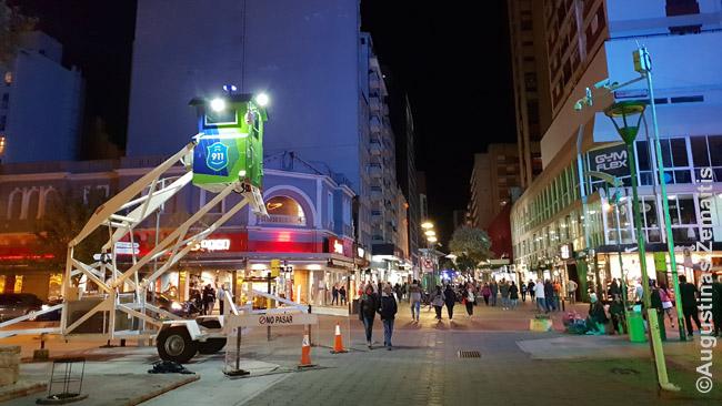 Centrinė Mar Del Platos gatvė su policijos bokšteliu