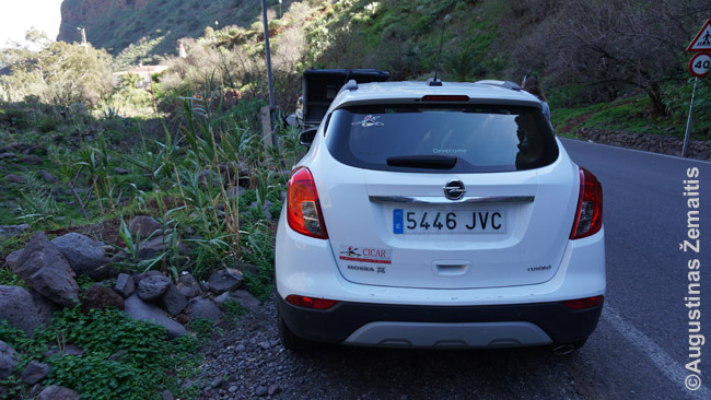 Dažniausiai nuomotas automobilis nėra kai nors specialiai žymimas, bet štai Kanarų salose žymimi lipdukais