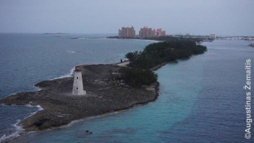 Išplaukiant iš Nasau uosto Bahamuose. Tolumoje matosi Atlantis viešbutis, analogiškas kuriam stovi Dubajuje