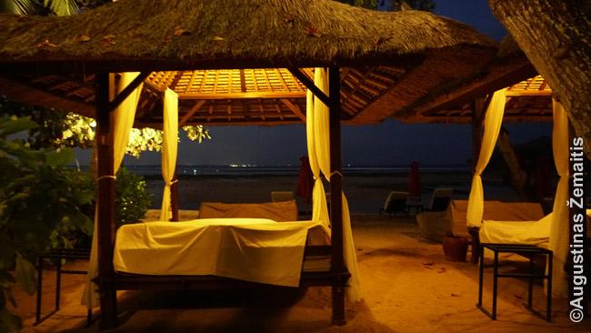 Pajūrio restorano stalas-lova Nusa Dua