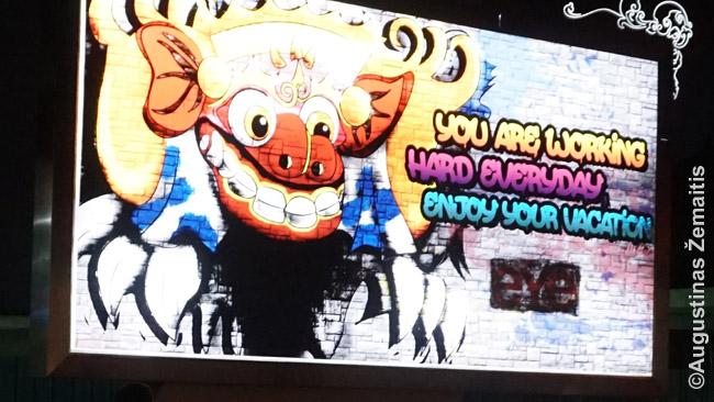Toks ekranas pasitinka turistus už Balio oro uosto durų