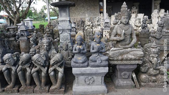 Balietiškos skulptūros. Parduotos dalis puoš šventyklas, dalis galbūt - viešbučius ar restoranus
