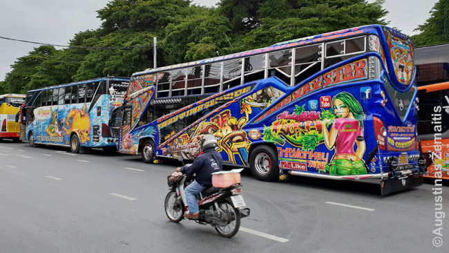 Spalvingumas, šviesos Bankoke - įprastas dalykas ir, priešingai vakarams, nesiasocijuoja su vaikais. Daugybė tarpmiestinių ir turistinių autobusų atrodo šitiap.