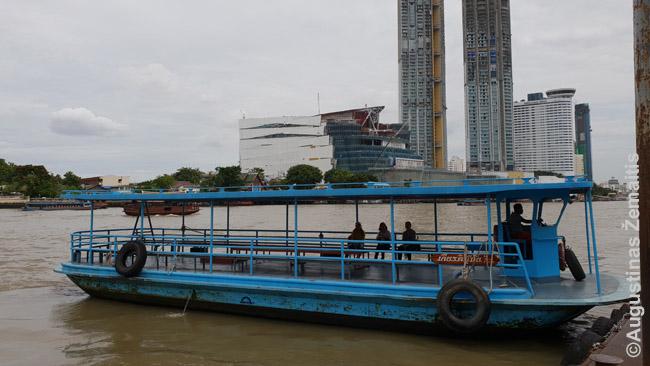 Keltas per Čao Prają. Tokių veikia keliolika, nes tiltai yra ne visur