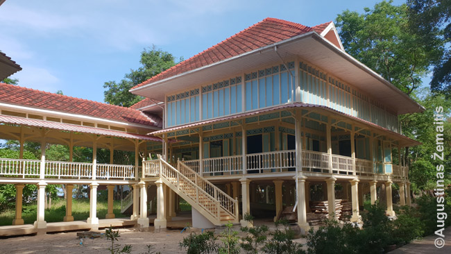 Čaano Mrigadajavano rūmai, suderinę tarpuakrio art deco architektūrą su vietinėmis statybos ant polių tradicijomis