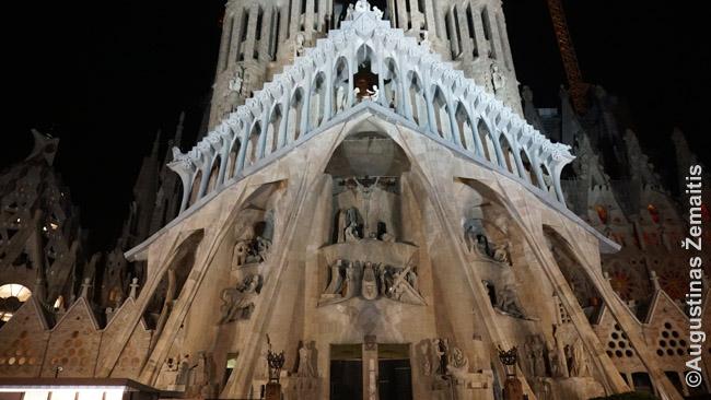 Šv. Šeimos bažnyčios Kančios fasadas