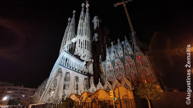 Kiek pasistūmėjo Šv. Šeimos Katedros statybos Barselonoje