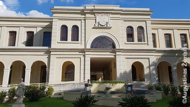 """San Paulo imigracijos muziejus. Prieš 100 metų pastatas tarnavo kaip """"Imigrantų namai"""" - po sunkios kelionės jūra į Santoso uostą, imigrantai (ir lietuviai) atvežti čia ir praleisdavo kelias dienas kol juos paimdavo plantatoriai darbams. Čia yra ir archyvas, kur imigrantų kilmės san pauliečiai ieško duomenų apie savo protėvius"""