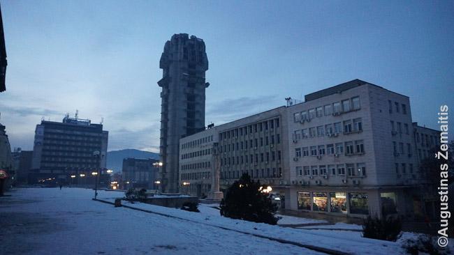 Apleistų pastatų pilna Šumeno miesto centrinė aikštė