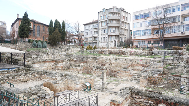 Romėnų pirčių liekanos tarp šiuolaikinių Varnos daugiabučių