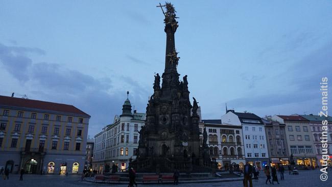 Olomouco maro stulpas, UNESCO paveldas. Tokius pastatydavo dažnas miestelis, dėkodamas Marijai už pagalbą per maro epidemijas. Populiarūs Čekijoje ir seni judantys laikrodžiai