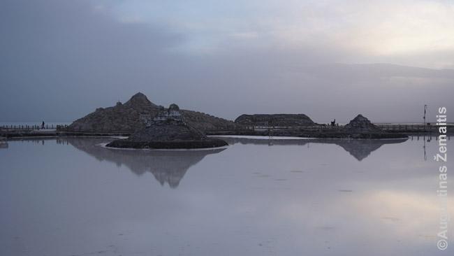 Druskos skulptūros prie Cakos druskos ežero