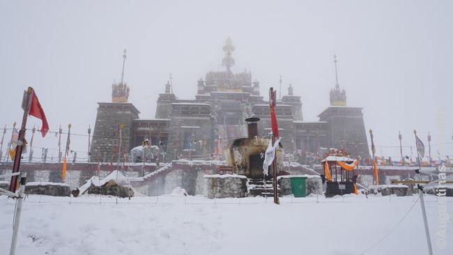 Šaltas snieguotas ruduo tibetiečių gyvenamuose kalnuose