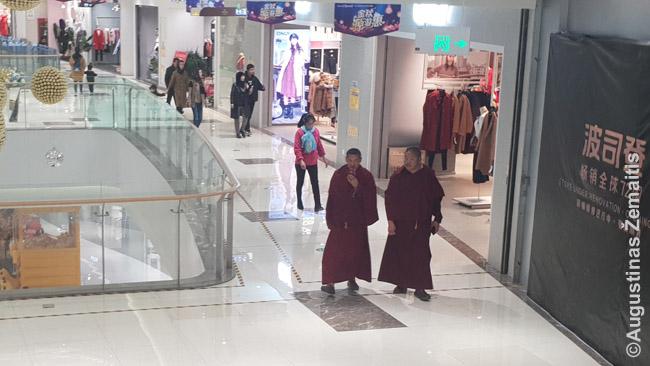 Tibetiečių vienuoliai Siningo prekybos centre