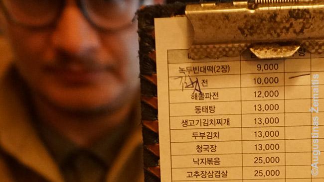 Korėjiečių restorane raštu užsisakomas maistas. Laimė, moku korėjiečių raštą