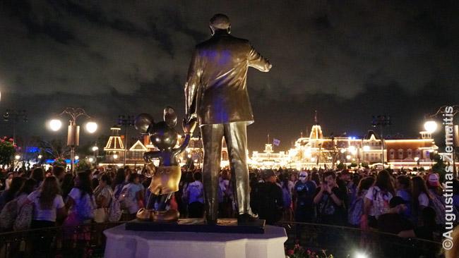 Volto Disnėjaus ir peliuko Mikio skulptūra Magic Kingdom