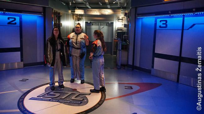 Mission Space atrakcione - net darbuotojų uniformos atitinka siužetą