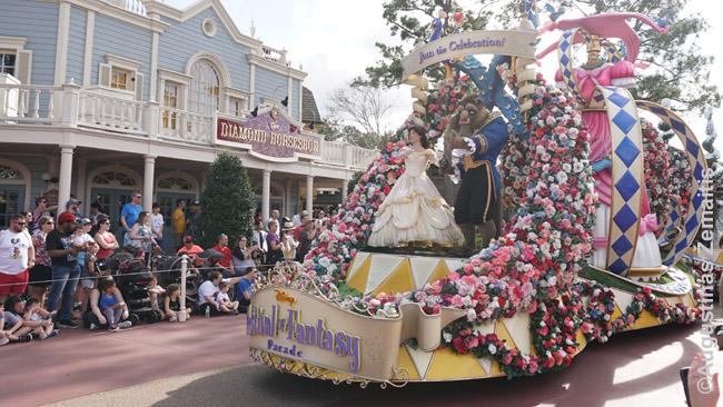 Gražuolė ir pabaisa Disnėjaus parade