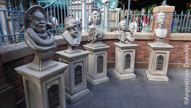 Statulos prie siaubo kambario eilės Magic Kingdom