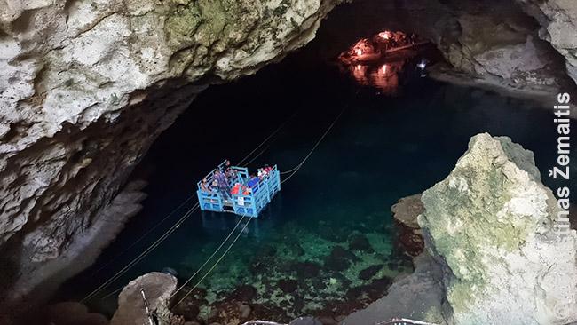 Cueva Maravillas urve, deja, fotografuoti negalima, tad čia antrojo pagal įspūdingumo Ojos Indigenas vaizdas Santo Dominge - požeminiais vandenimis kelia lyninis keltas