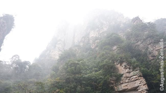 Bailongo liftas - deja, jo viršūnė skendėjo debesyse