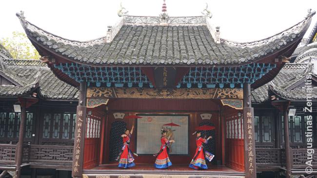 Reguliarūs šokiai Fenghuango muziejuje