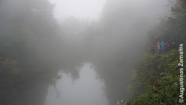 Pasakiškas natūralus tiltas Džangdziadzie. Beje, jo viršumi galima praeiti - ten yra pėsčiųjų takas