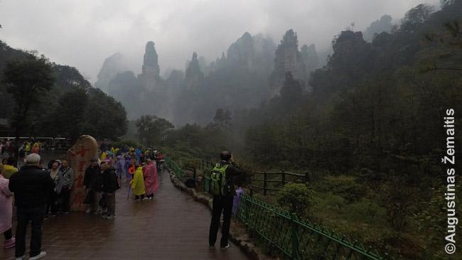 Džangdziadzie turistai gėrisi uolomis