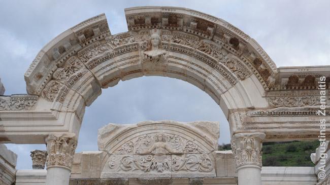 Vienos Efeso šventyklų fragmentai