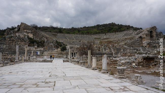 Kolonuota gatvė nuo uosto veda prie Efeso teatro